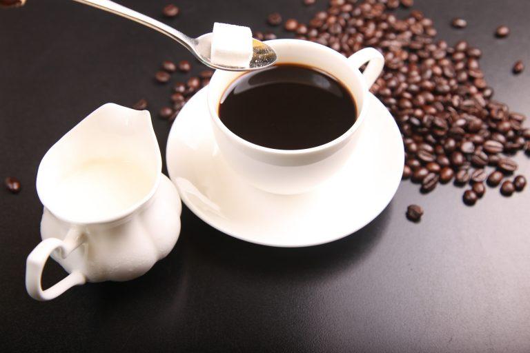 Cukier zmienia chemiczną strukturę kawy