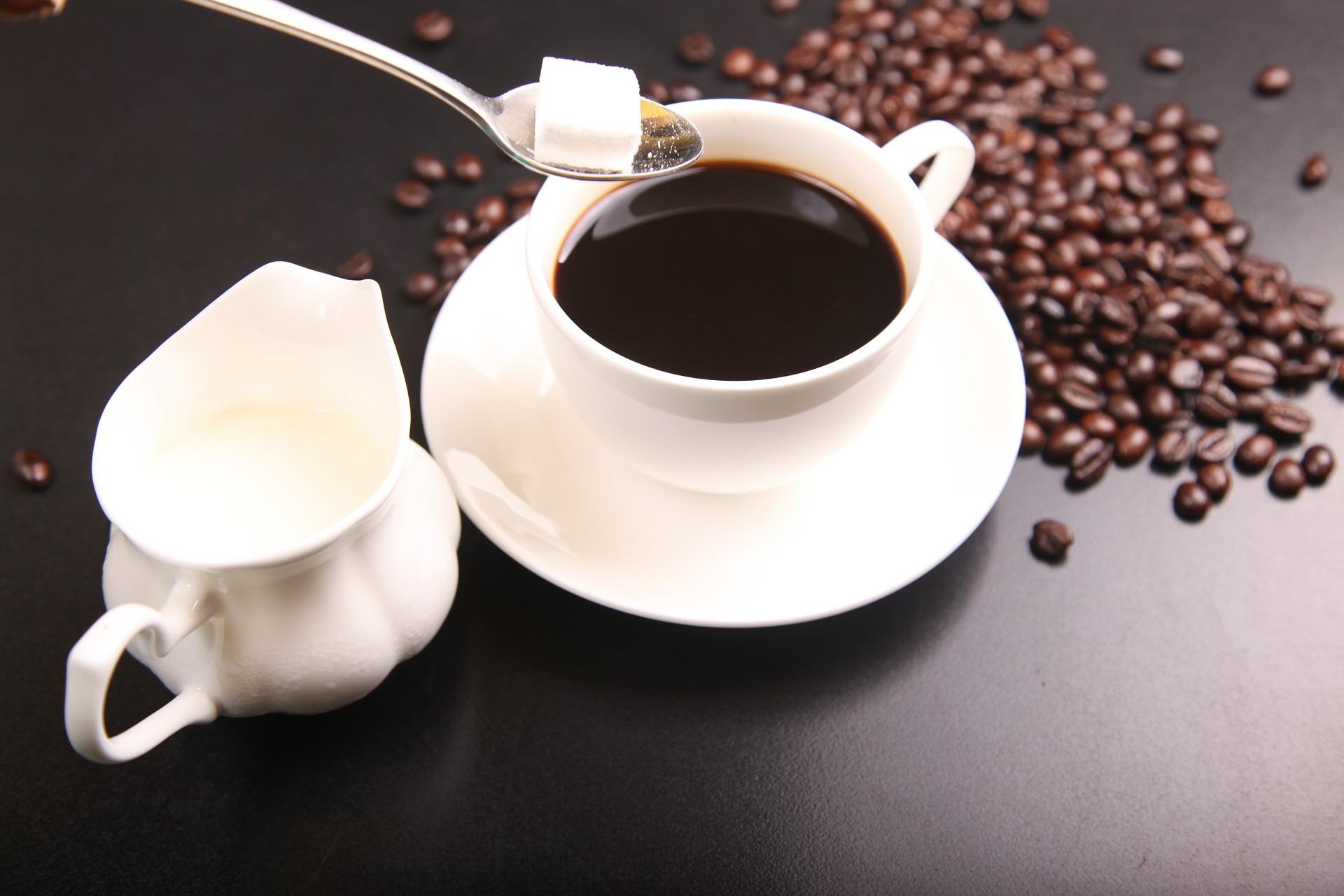 Cukier zmienia chemiczną strukturę kawy - Laboratorium Młodego Badacza