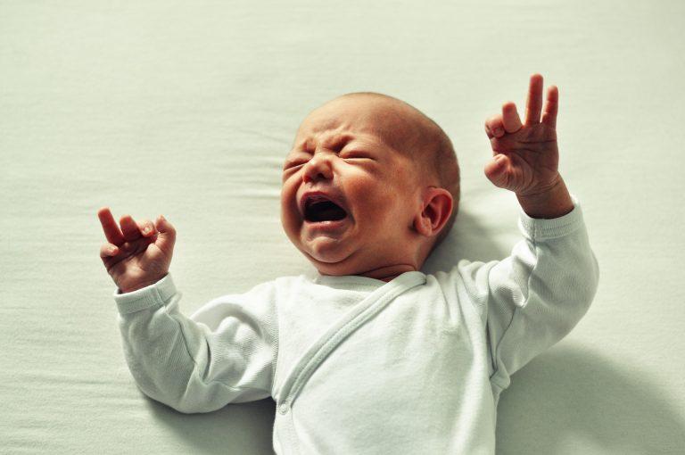 Jak działa na nas płacz dziecka?