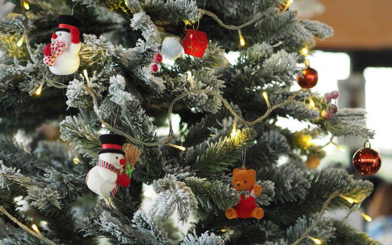 Skąd się wzięła udekorowana choinka w tradycji świątecznej?